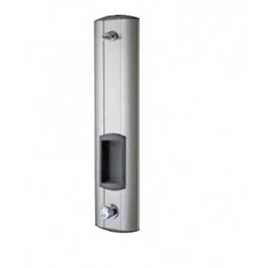 Panel de ducha temporizado fabricado en acero inoxidable con estante AQUALINE marca Franke